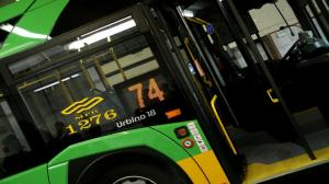 Uzbrojeni ludzie sprawdzają bilety w poznańskich autobusach i tramwajach