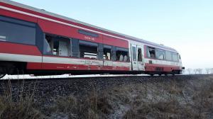 Zderzenie ciężarówki z pociągiem. Ranny kierowca [FILM] [ZDJĘCIA]