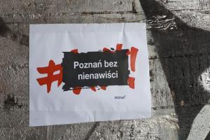 Odmalowali przystanek na PST. Nie chcą nienawiści na murach
