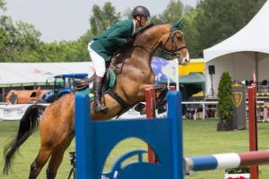 Finisz zawodów jeździeckich na Woli