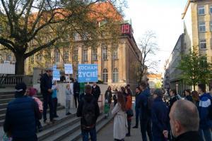 """""""Ocalcie Alfiego Evansa!"""". Protest w Poznaniu"""