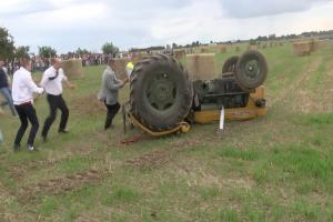 Niewyobrażalne szczęście traktorzysty! [WIDEO]