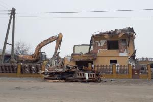 Rozbiórka domu zniszczonego przez wybuch gazociągu