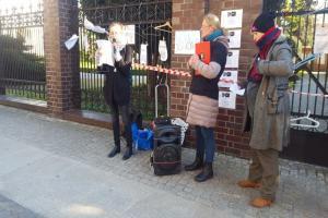 Strajk kobiet przed kurią