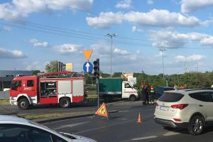 2 wypadki w tym samym miejscu. Ranny drogowiec