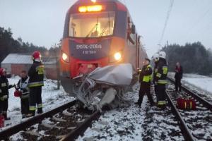 Pociąg uderzył w auto osobowe