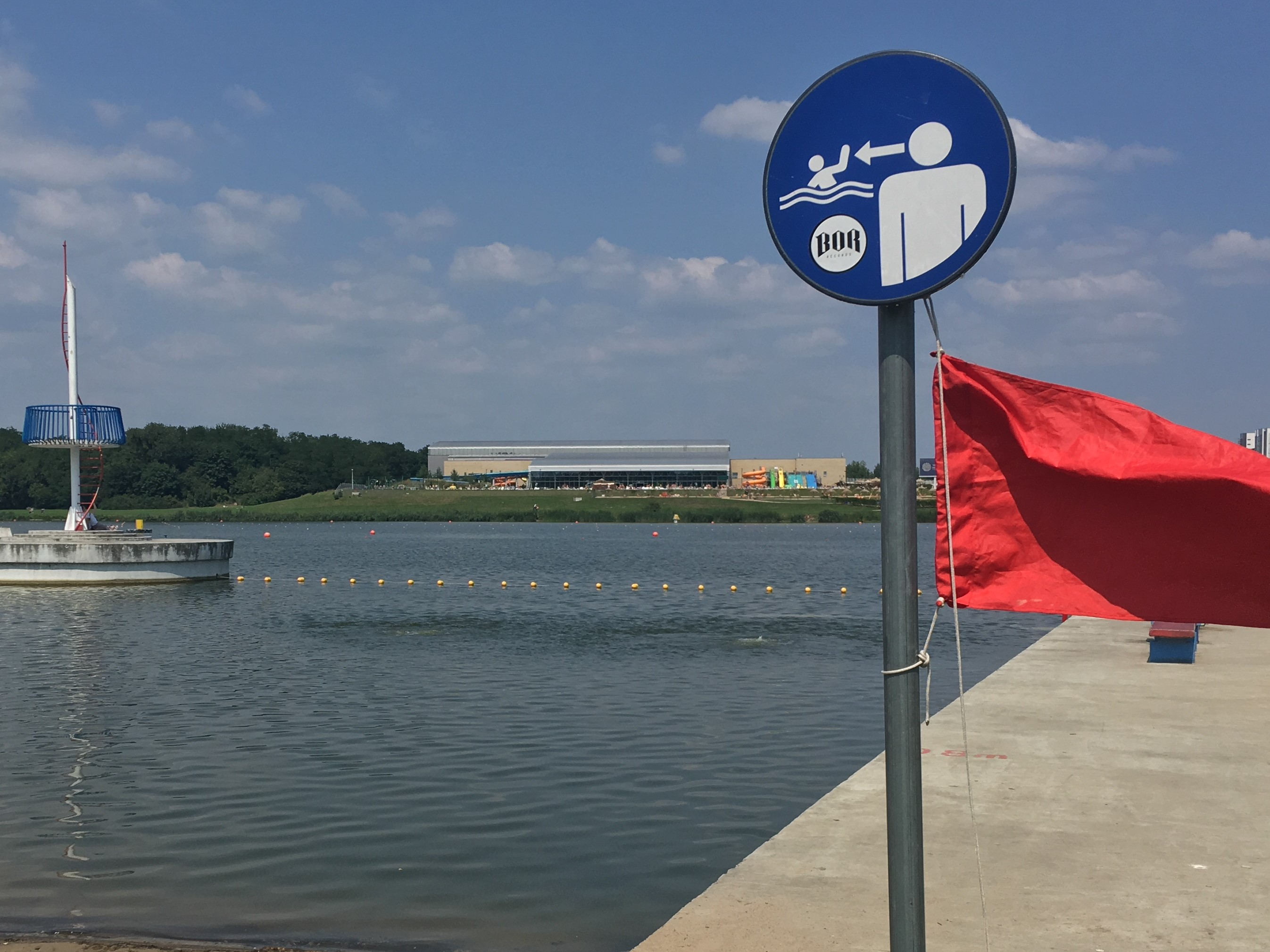 Sanepid zamyka kąpielisko nad poznańskim jeziorem Maltańskim
