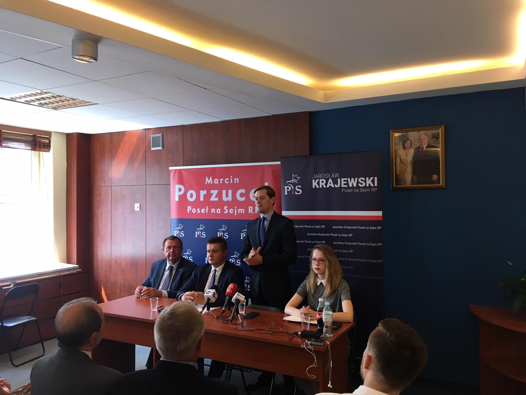 Tłumy na spotkaniu z Jarosławem Krajewskim w Pile