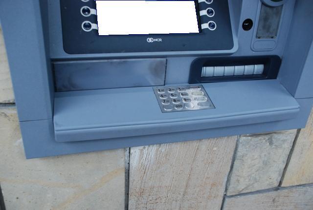 Złodzieje mają nowy sposób na okradanie bankomatów