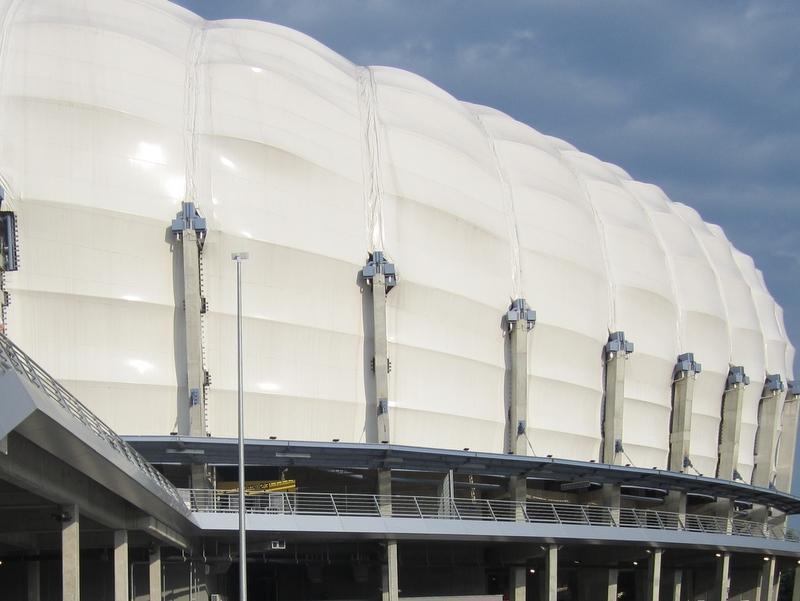 Stadionowi kończy się gwarancja