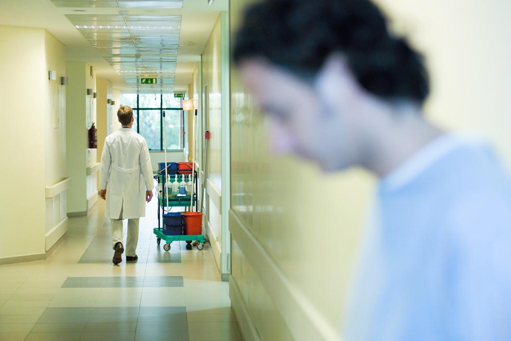 salowy szpital korytarz - wikimedia cc