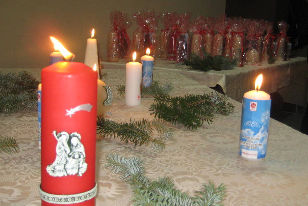 świece Caritasu wigilijne dzieło pomocy (1) - Rafał Muniak