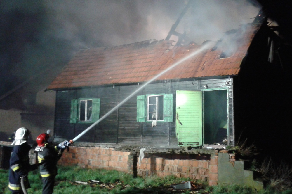 pożar drewnianego domu - KP PSP Kościan