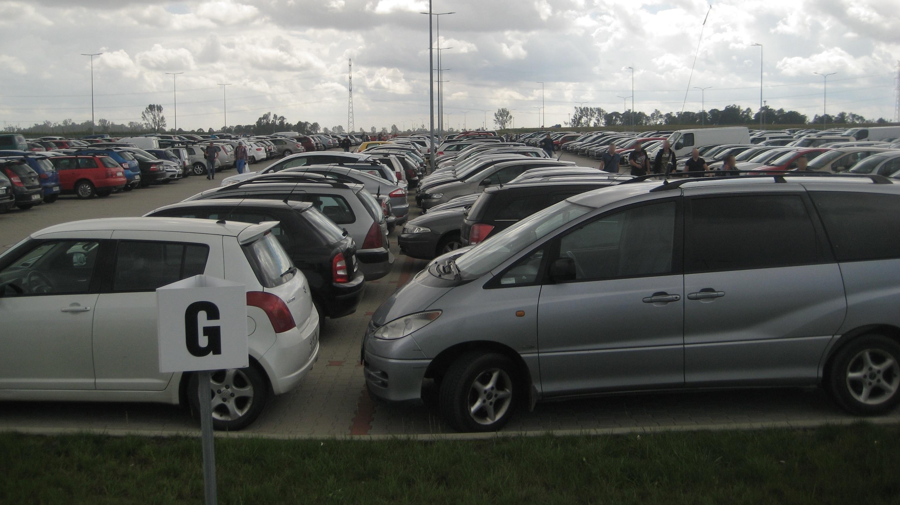 parking VW Volkswagen Września - Rafał Regulski