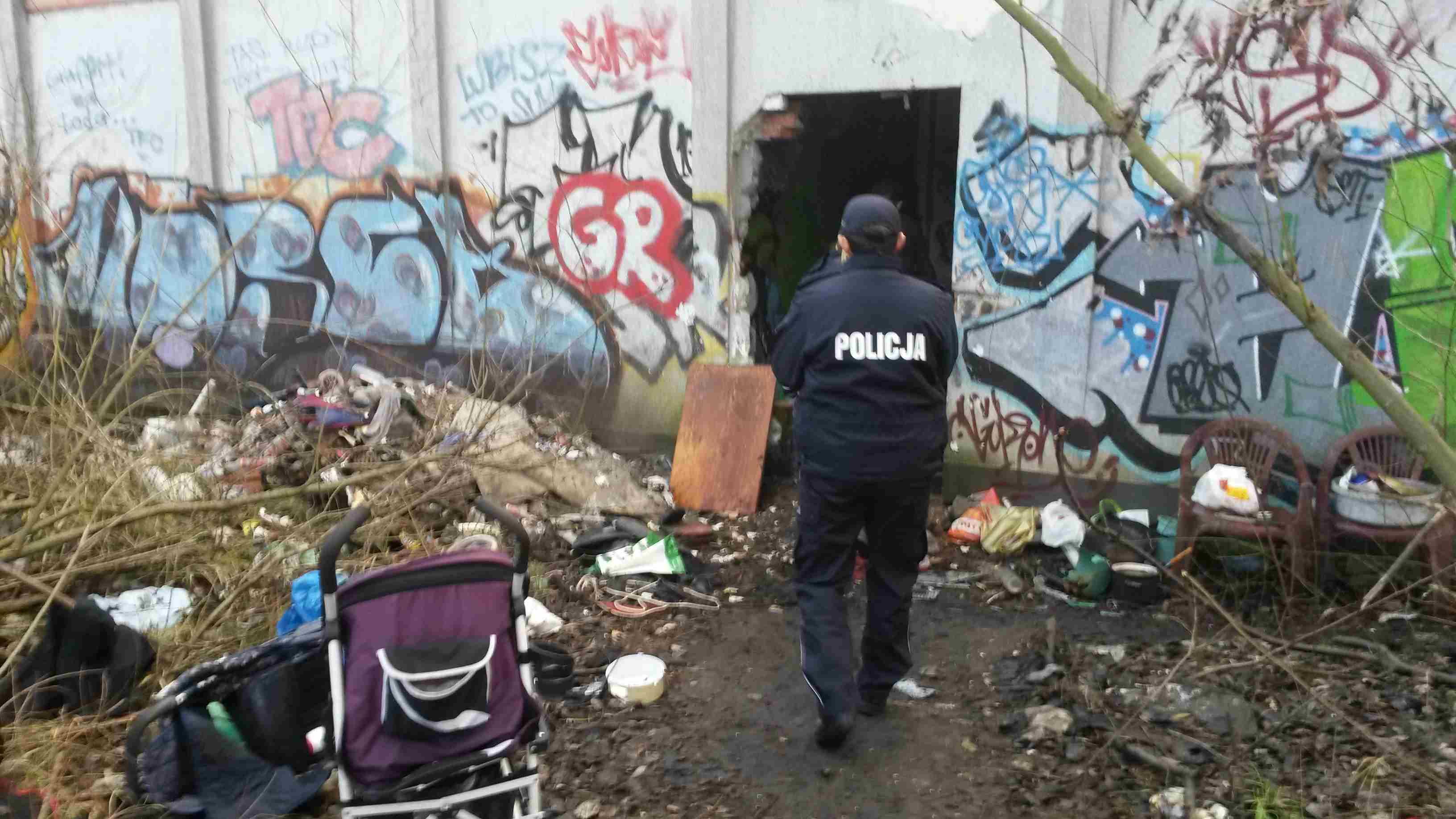 przekazali paczki bezdomnym, pustostan - Jacek Butlewski