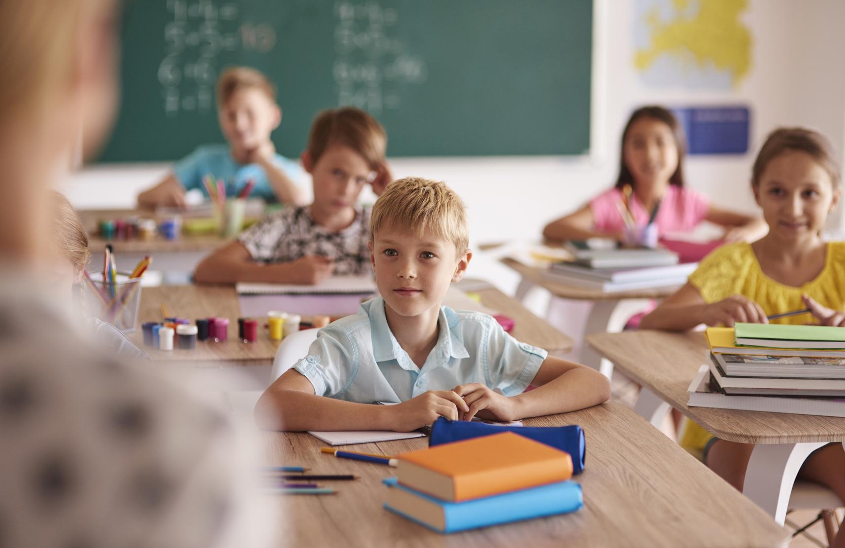 szkoła klasa uczniowie dzieci lekcja - Fotolia