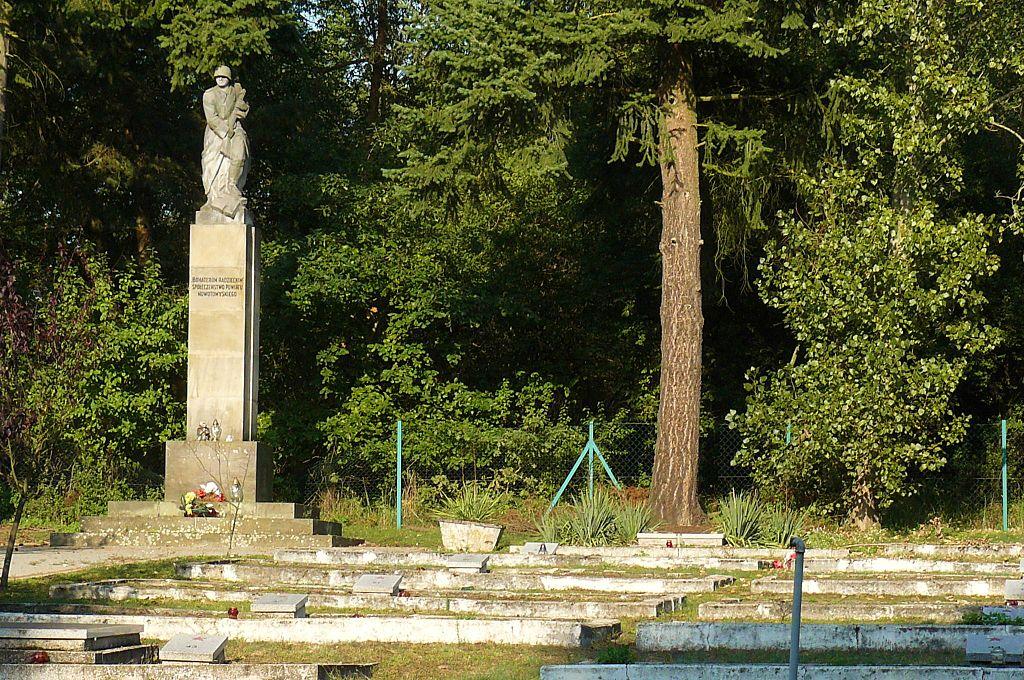 cmentarz żołnierzy radzieckich glinno - MOs810 - CC: Wikimedia Commons