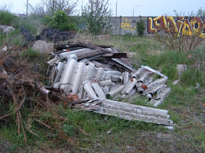 Azbest - dzikie wysypisko - Dembny.pl
