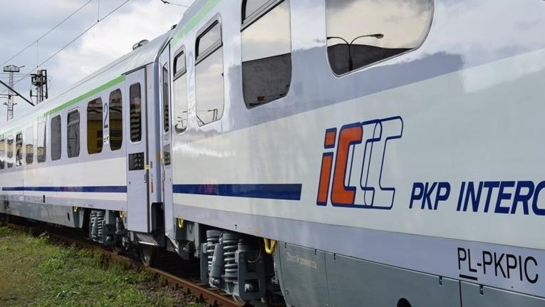 pociąg jedzie pkp intercity - P. Jurewicz
