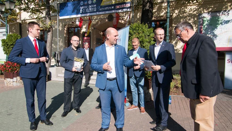 Szymon Szynkowski vel Sęk swarzędz wybory - Wojtek Wardejn