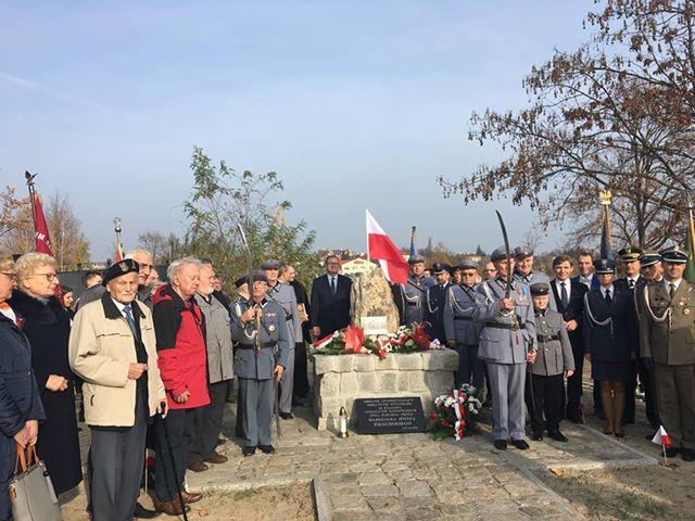 obelisk w kaliszu - Danuta Synkiewicz