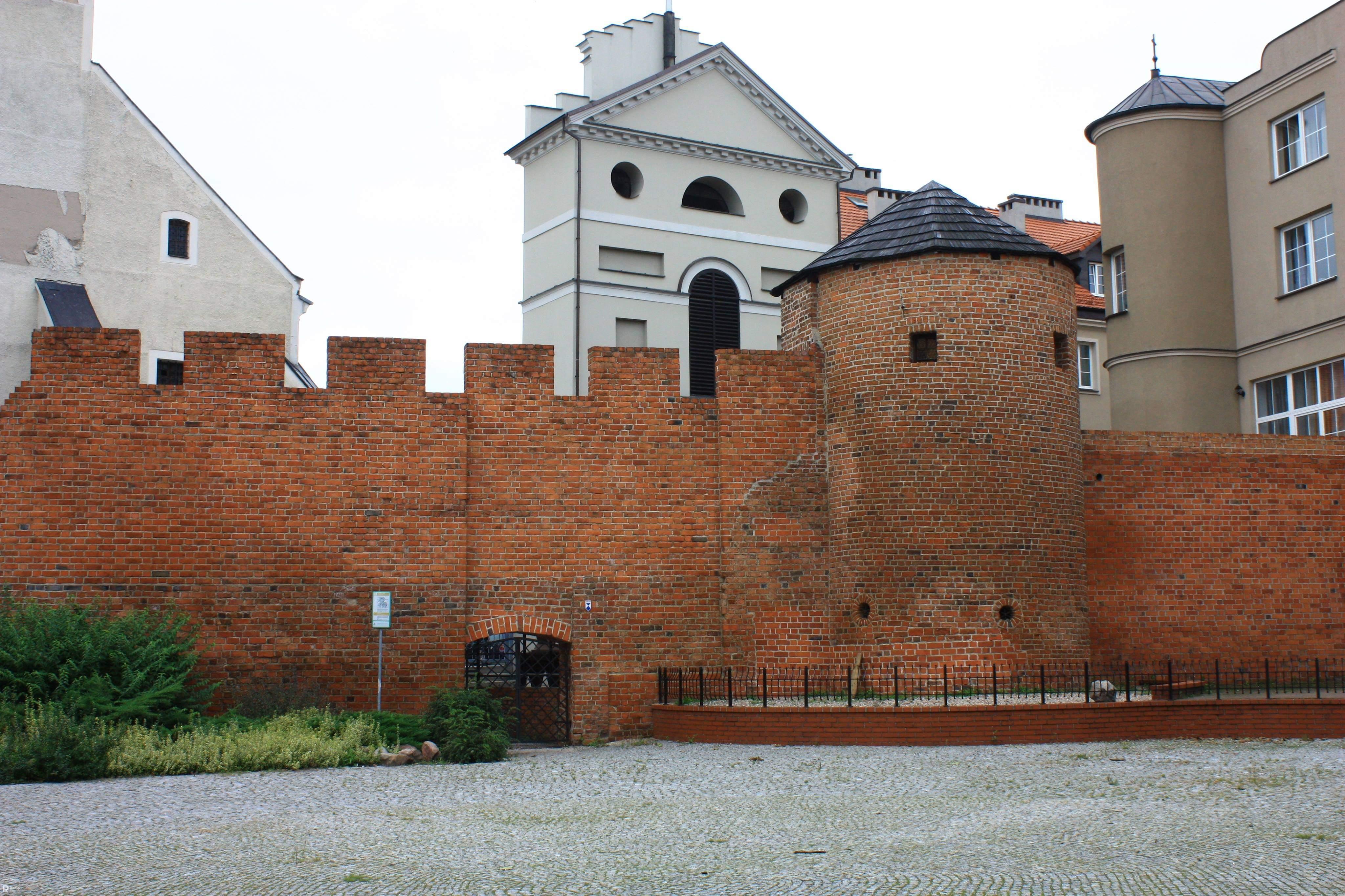 Centrum legend i baśni - wikipedia.org