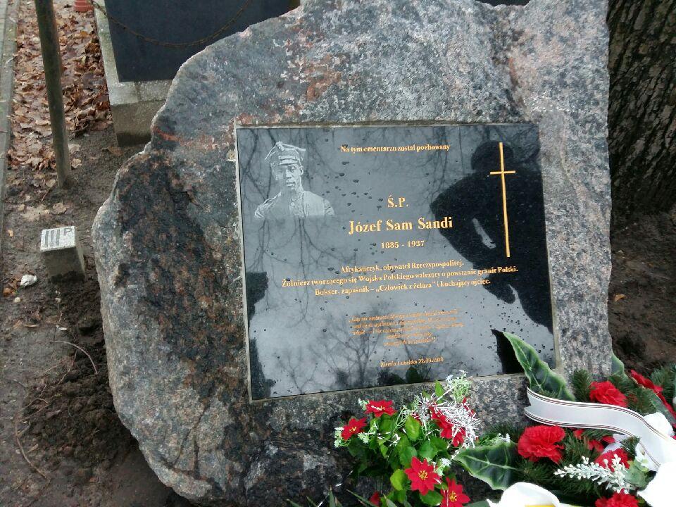 Józef Sam Sandi tablica cmentarz odsłonięcie - Magda Konieczna - Radio Poznań