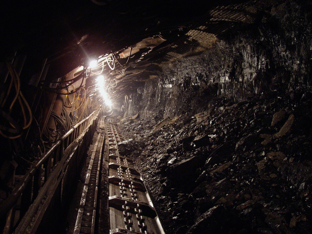 kopalnia górnictwo górnicy węgiel - Pixabay (autor: hangela)