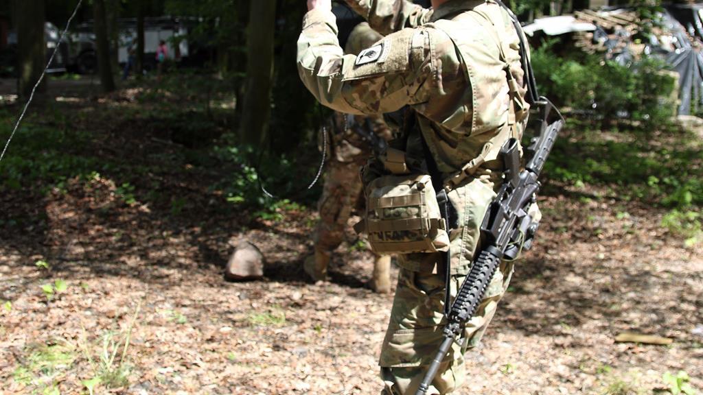 biedrusko wojsko broń pistolet - Archiwum