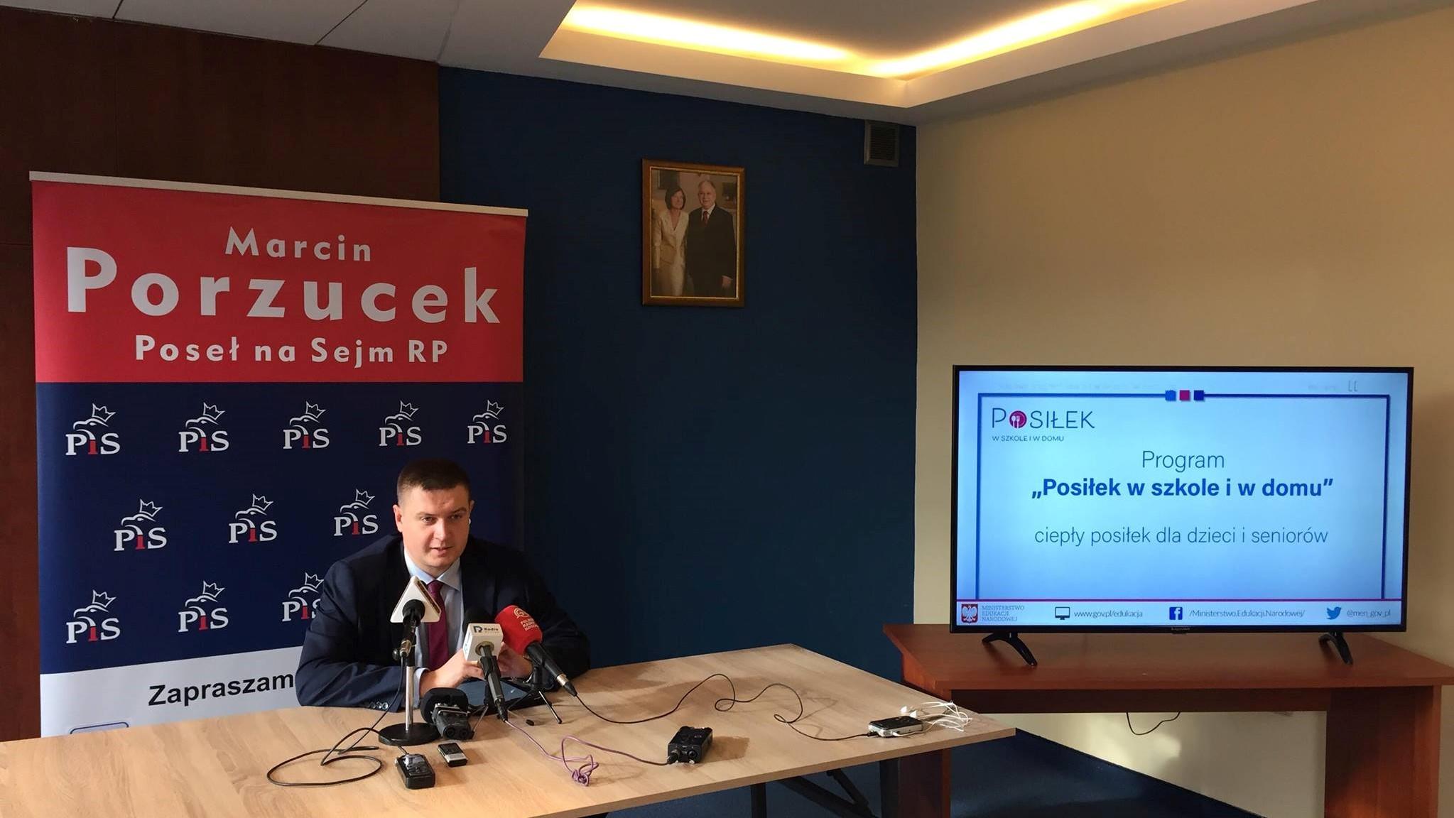 program Posiłek w szkole i w domu piła marcin porzucek - Przemysław Stochaj