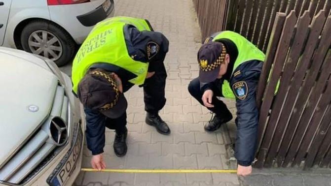 miara straż miejska zaparkowane auta - Leszek Furman - Facebook