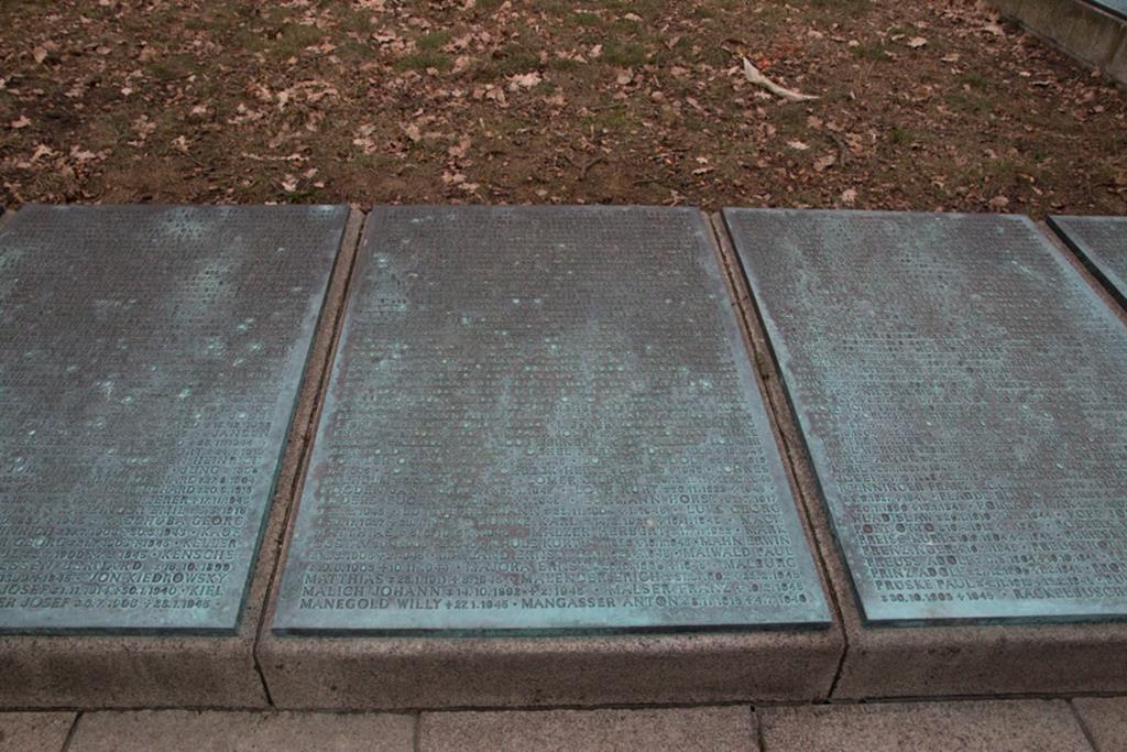 cmentarz miłostowo nagrobki - Leon Bielewicz