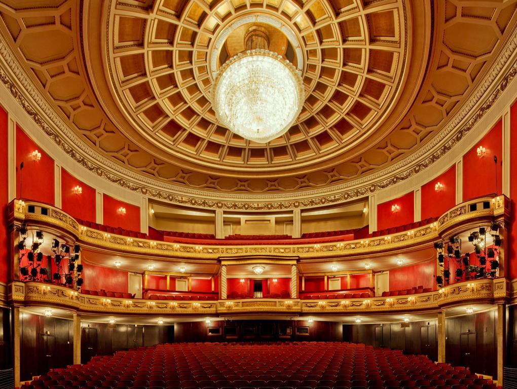 żyrandol teatr wielki poznań -  Wikimedia Commons