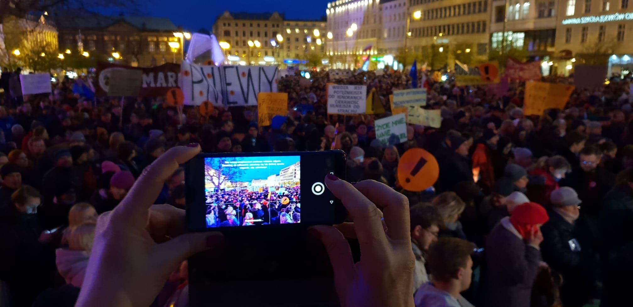 wsparcie strajkujących nauczycieli plac wolności - Michał Jędrkowiak