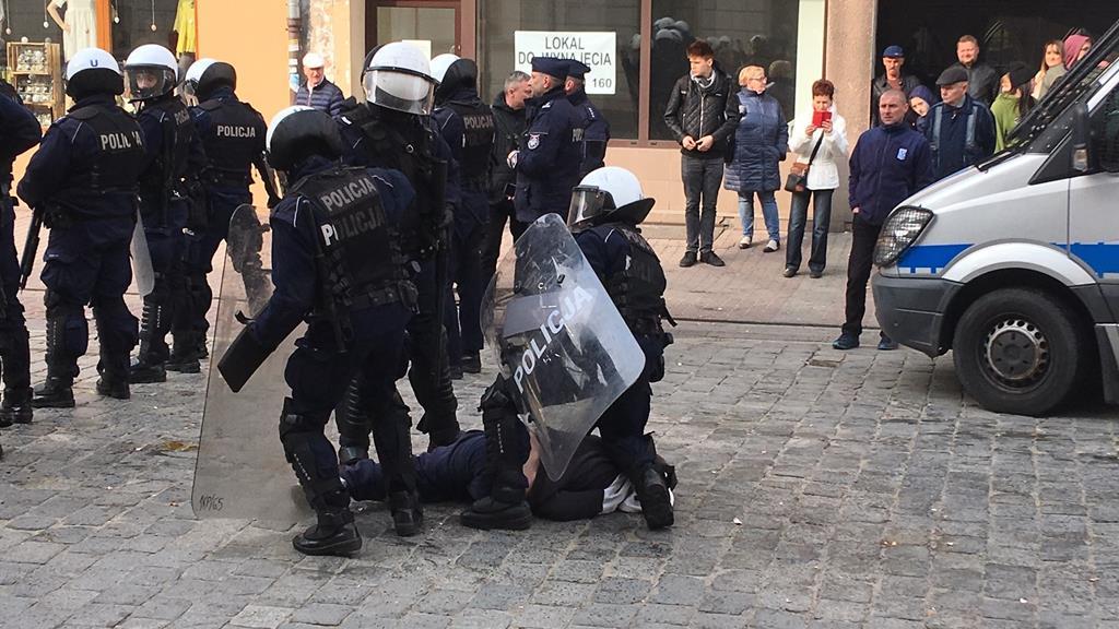 gniezno marsz równości zatrzymania - Rafał Muniak