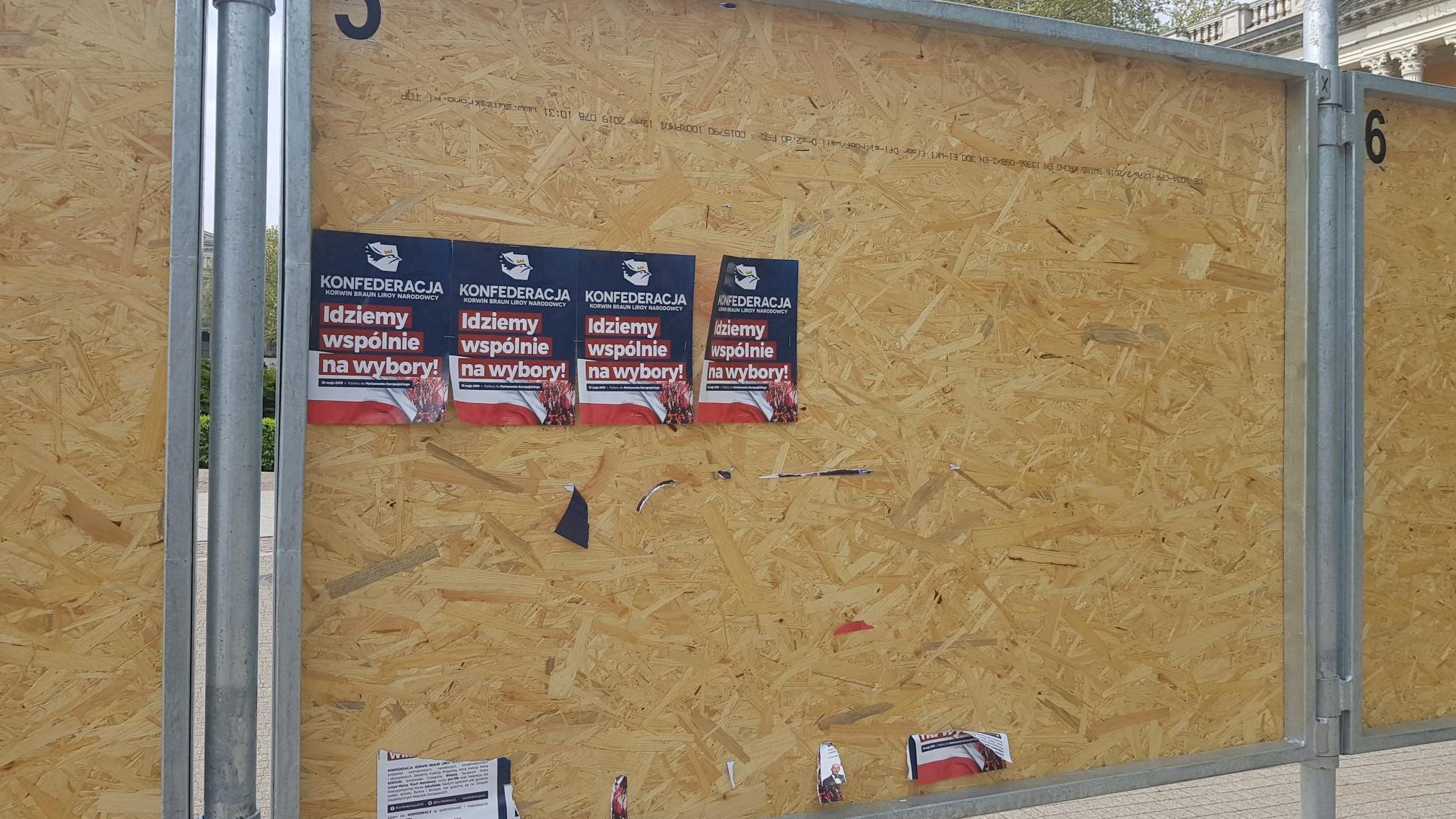 Plakaty Wyborcze Kandydatów Konfederacji Zniszczone Radio