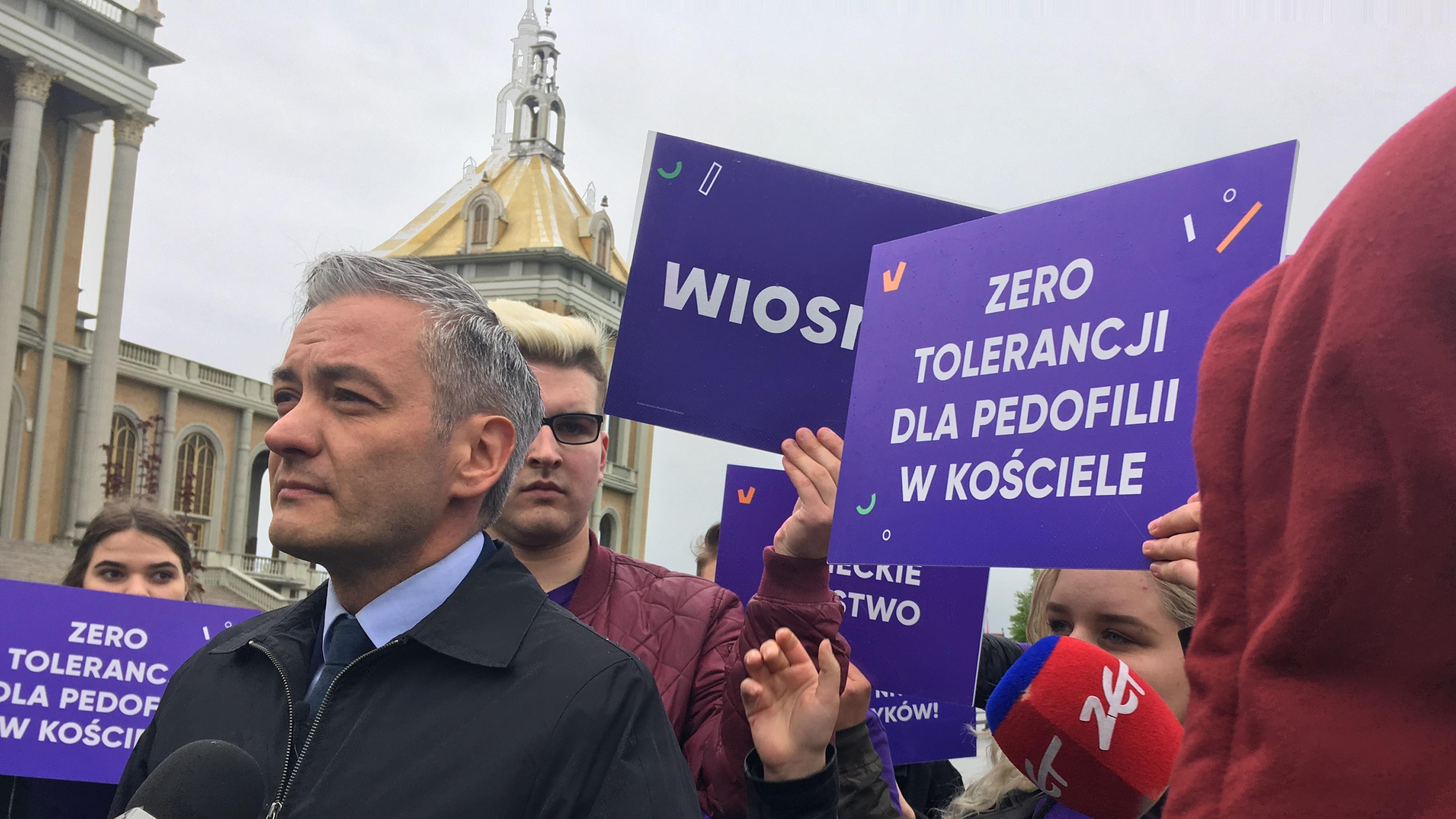 robert biedroń licheń pod pomnikiem - Sławomir Zasadzki