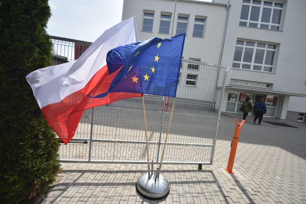 wybory parlament unia flaga - Wojtek Wardejn