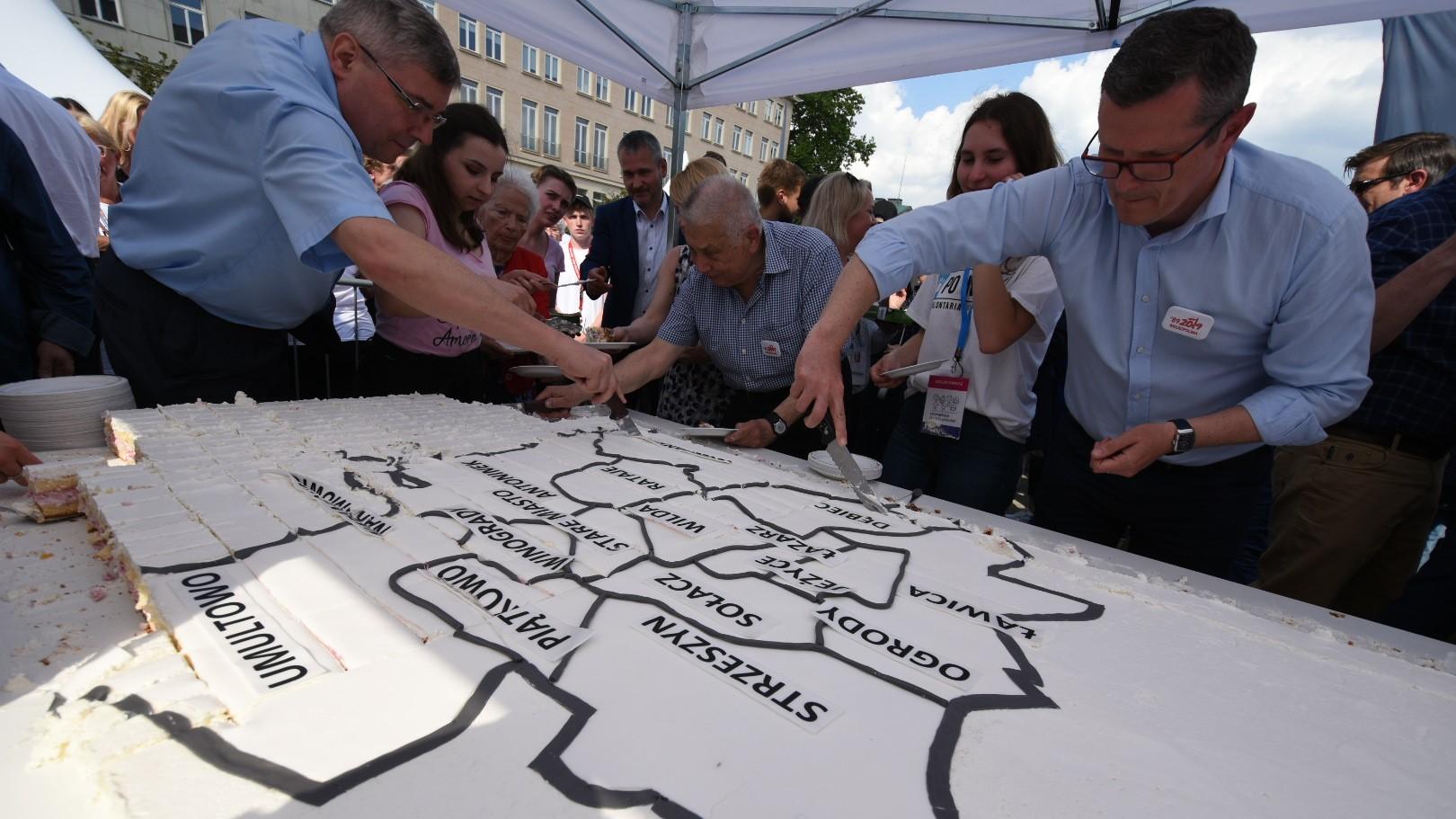 tort wolności na placu wolności - Wojtek Wardejn