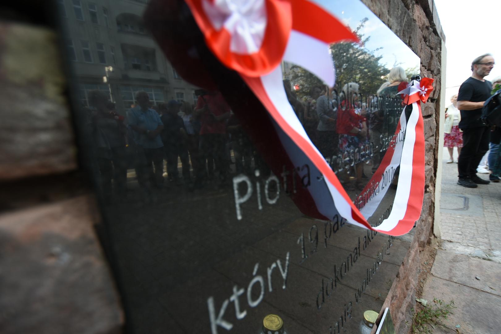 piotr szczęsny spalony tablica KOD - Wojtek Wardejn
