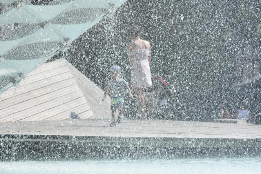wakacje dziecko fontanna - Wojtek Wardejn