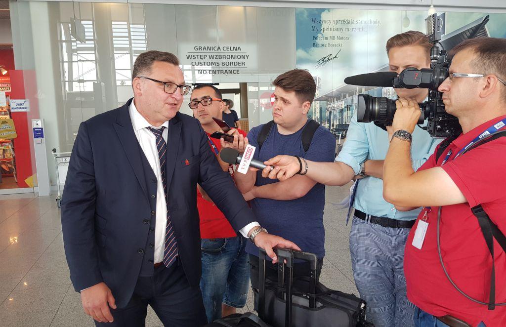 czesław michniewicz kadra lotnisko - Grzegorz Hałasik