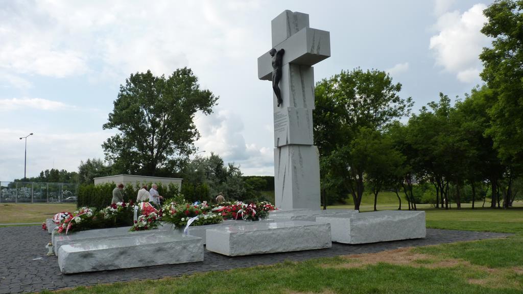 Pomnik Rzezi Wołyńskiej w Warszawie - Wikipedia