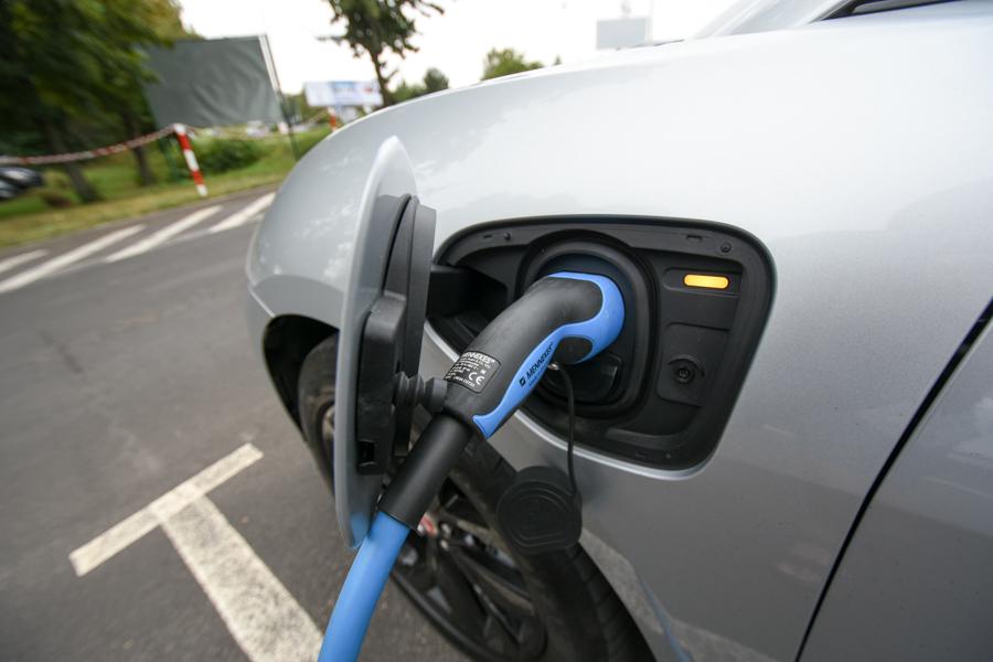 samochód elektryczny elektryk - Wojtek Wardejn