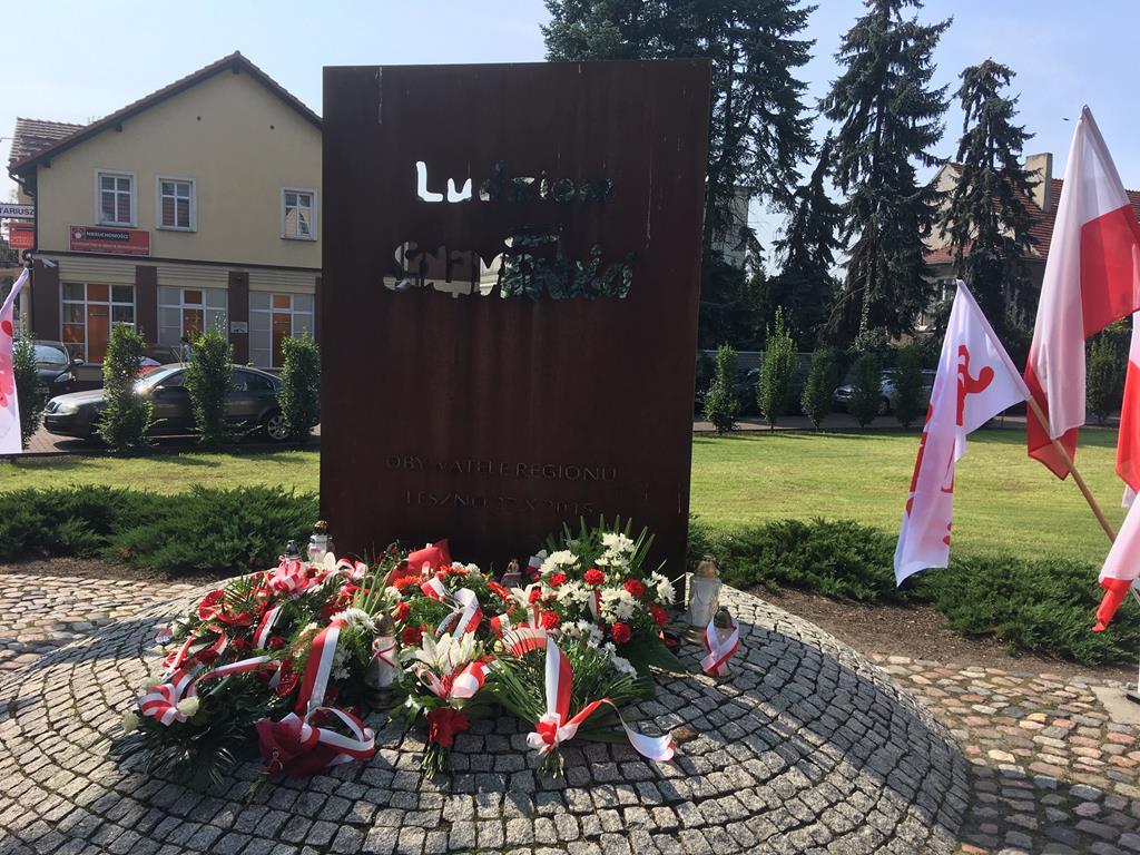 """Pomnik """"Ludziom Solidarności"""" leszno - Jacek Marciniak"""
