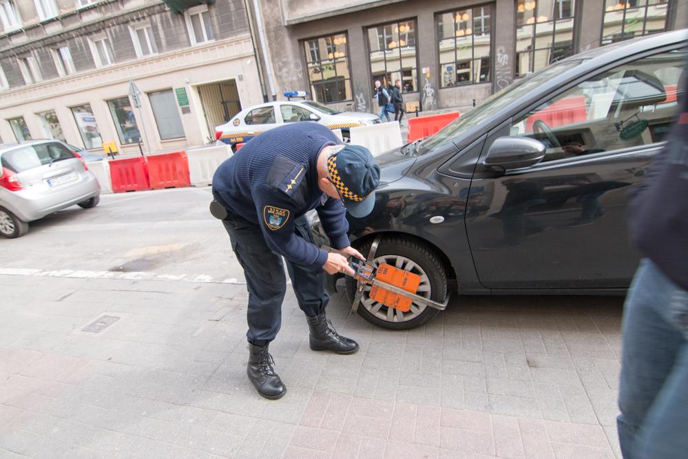 straż miejska poznań zakładanie blokady - Wojtek Wardejn