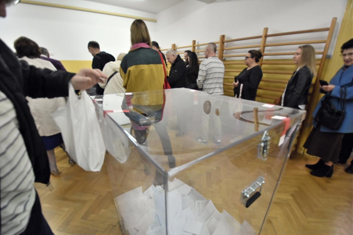 głosowanie wybory parlamentarne urna - Wojtek Wardejn - Radio Poznań