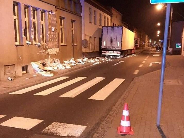 ciężarówka wjechała w dom rakoniewice - OSP Rakoniewice