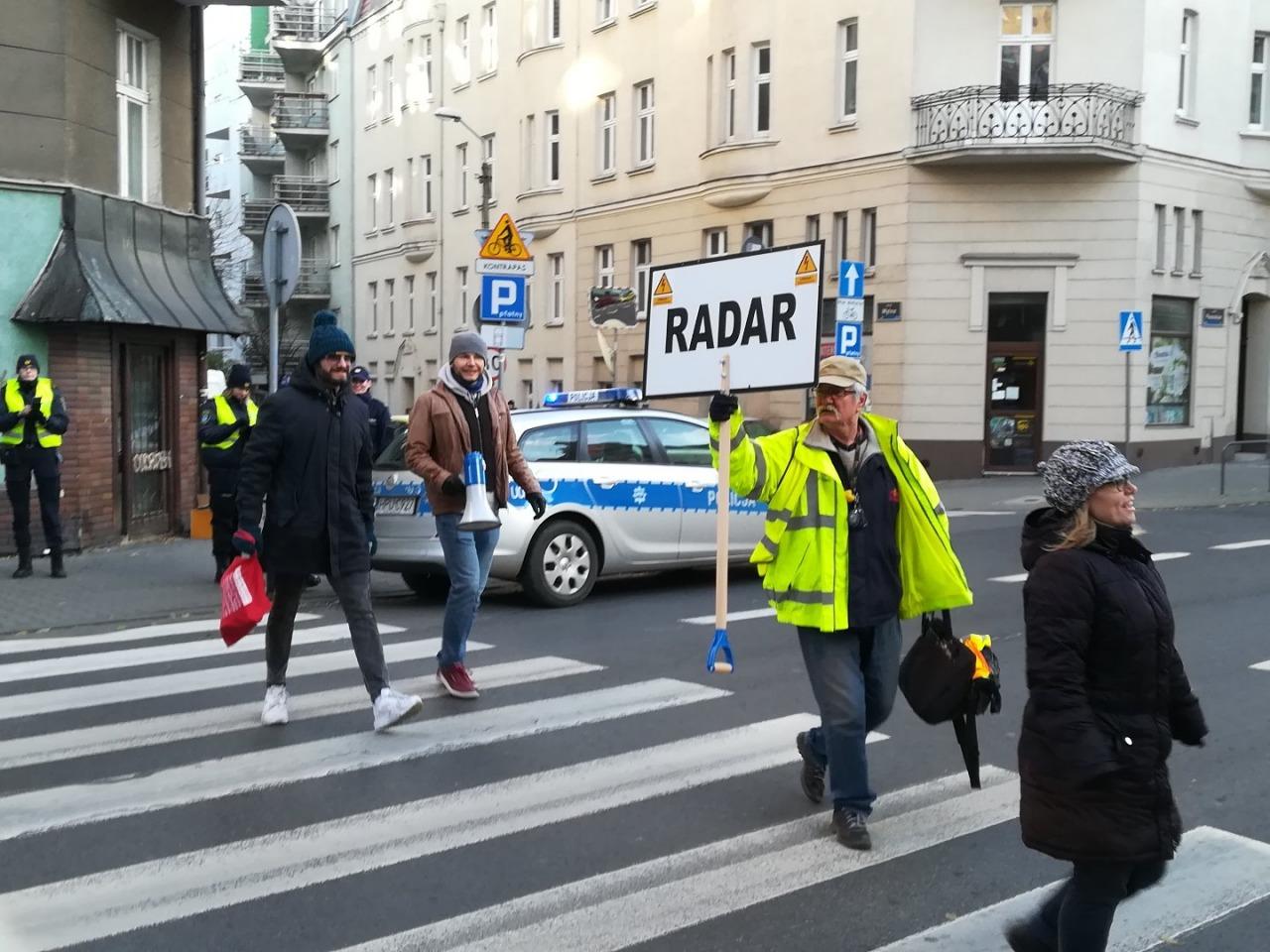 radni jeżyce demonstracja pasy przejście dla pieszych akcja zebra - Krzysztof Polasik - Radio Poznań