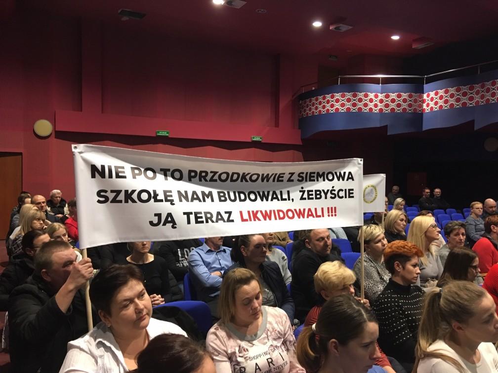 protest mieszkańców w sprawie szkoły siemowo gola - Jacek Marciniak